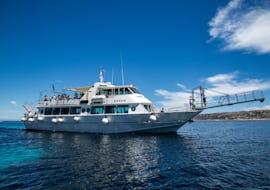 Boat Trip with 4 Stops to La Maddalena Archipelago