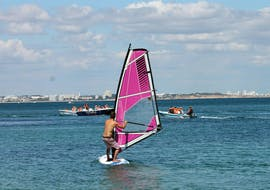 Windsurflessen in Lagos vanaf 7 jaar voor beginners