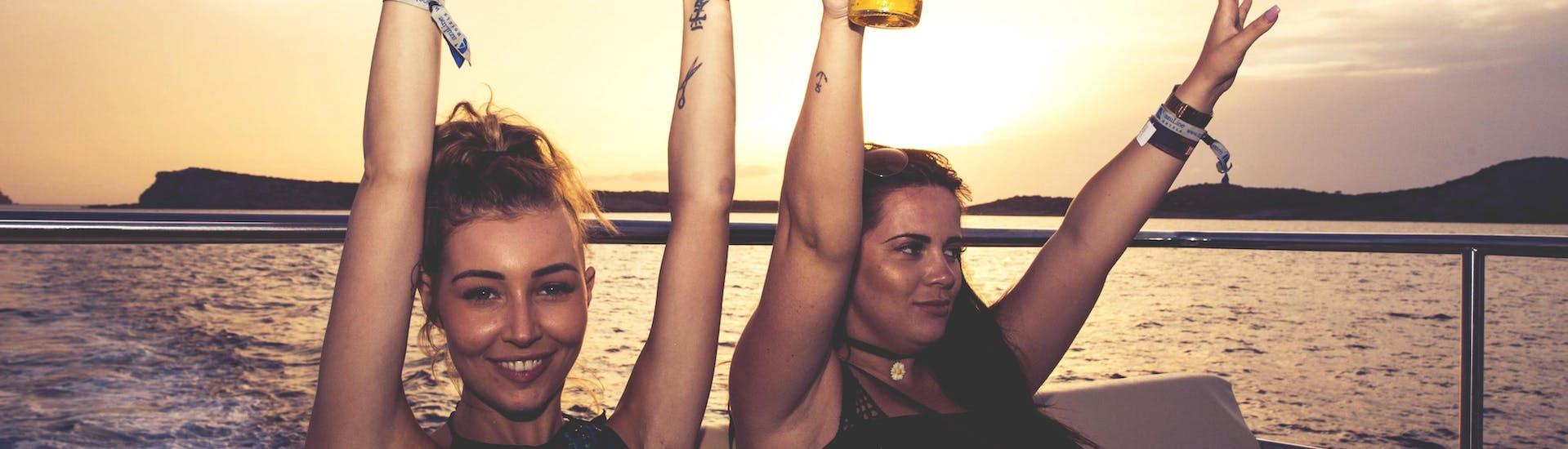 Party Boat Tour on Saturday with Dancing at Sunset