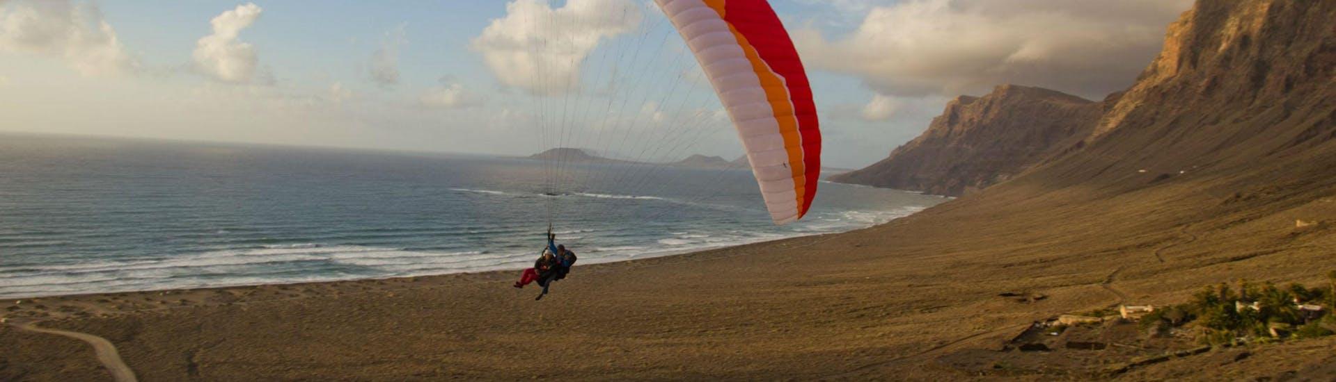 Tandem Paragliding in Lanzarote - Discovery Flight
