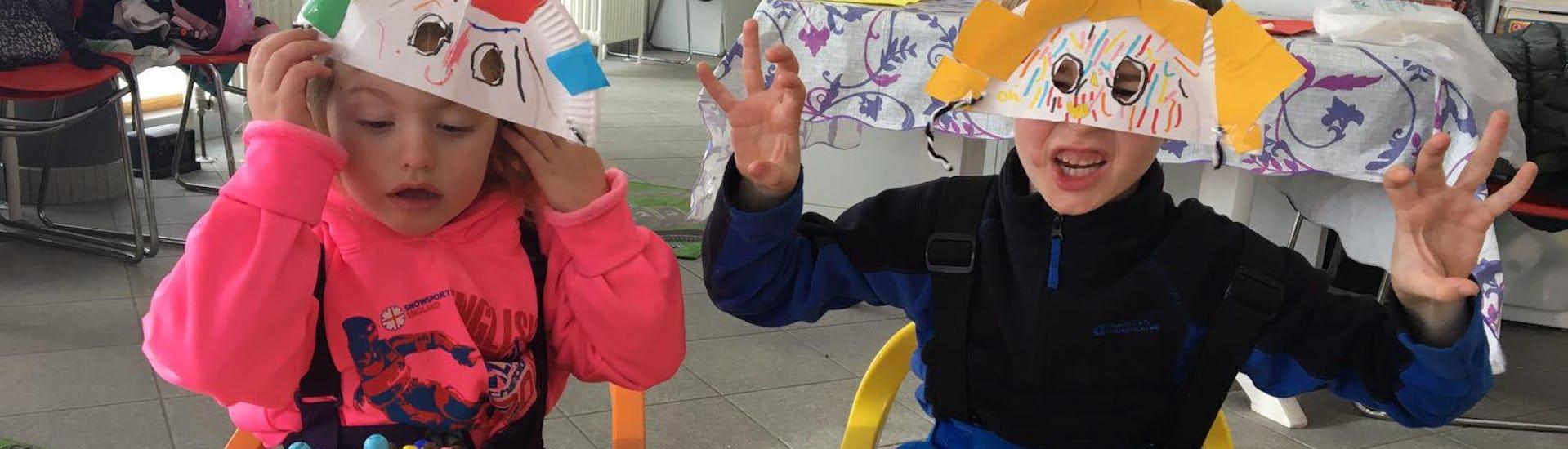 I bambini giocano co i colori