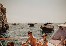 Balade privée en bateau Marina Grande (Capri) - Capri avec Baignade & Visites touristiques avec Capitano Ago Costiera Amalfitana