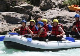 Un groupe d'amis participent au Rafting sur la Durance pour Explorateurs - L'Intégrale avec Ecrins Eaux Vives.