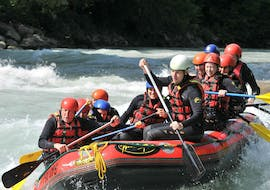 A group of friends is tackling some rapids on the Dranse river during their classic rafting tour with 7 Aventures.