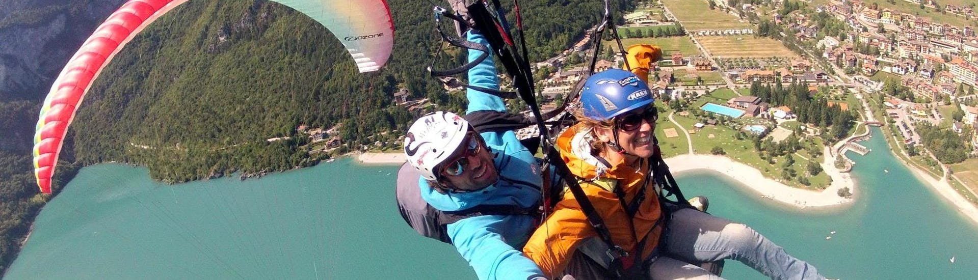 acrobatic-tandem-paragliding-in-molveno-ifly-tandem-hero