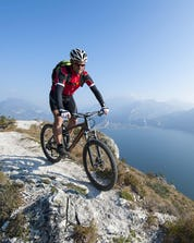 Mountain Biking Annecy (c) Shutterstock