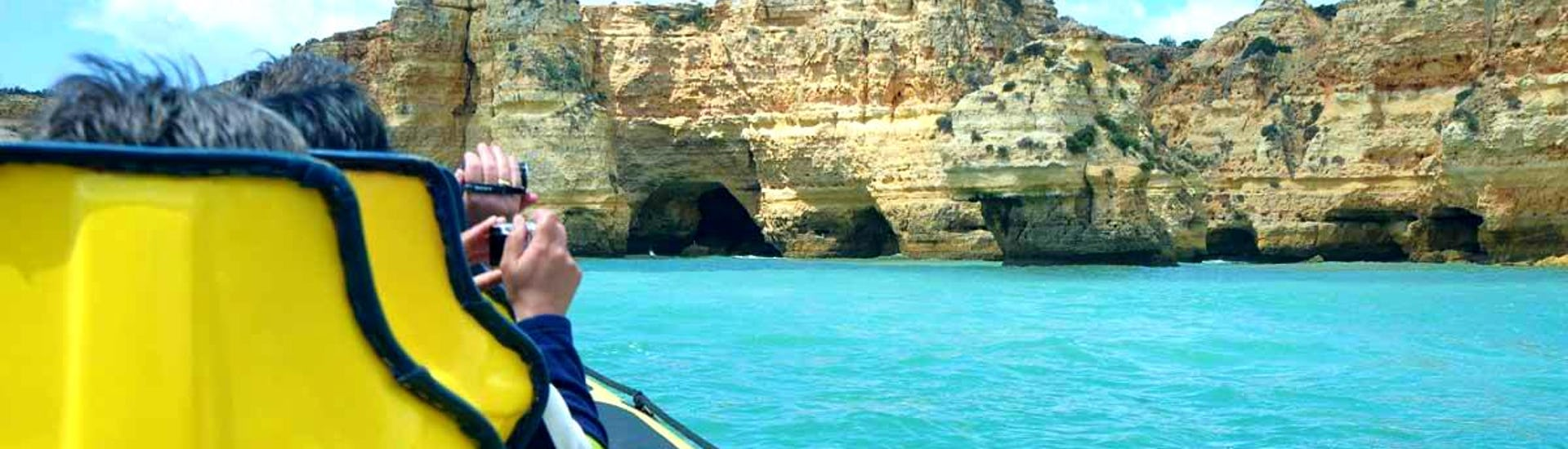 """The passengers of the Insónia enjoy the beautiful view of the coastline on their Boat Tour """"Caves & Dolphins"""" in Albufeira."""