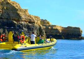"""The passengers of the Insónia enjoy the beautiful view of unique rock formations and fascinating cave structures on their Boat Tour """"Caves & Dolphins"""" in Albufeira."""