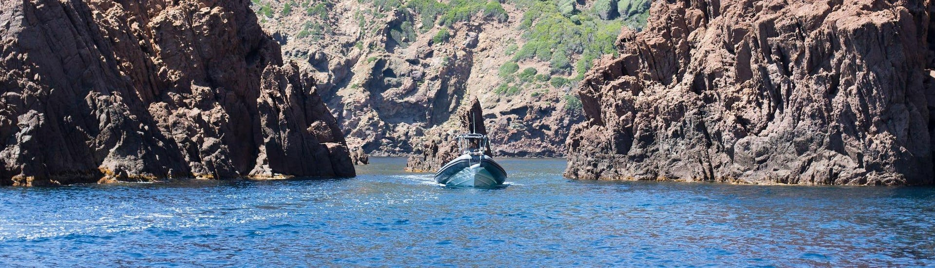 A group is enjoying the Boat Tour in Golfe de Porto - Réserve de Scandola operated by Avventu Event's.