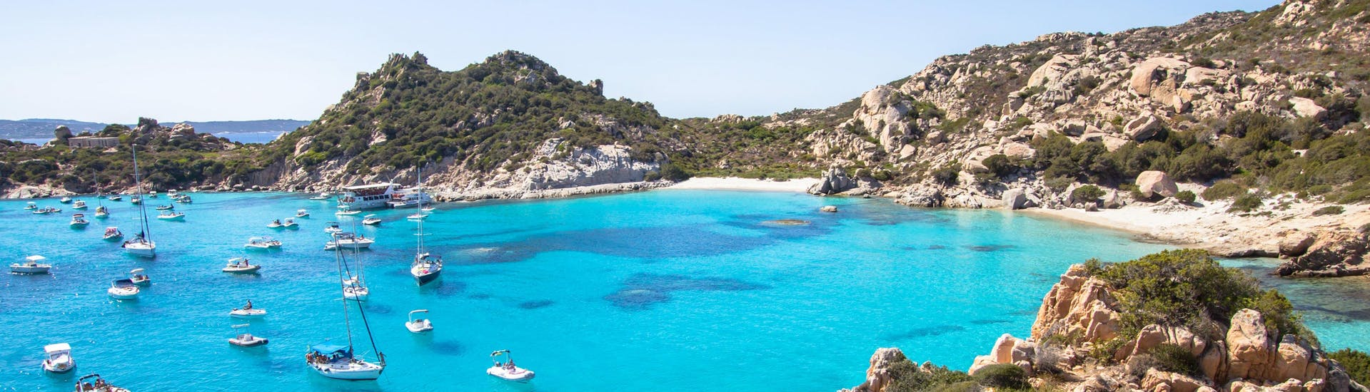 An image of the beautiful Cala Corsada, one of the places you get to visit on a boat tour in La Maddalena.