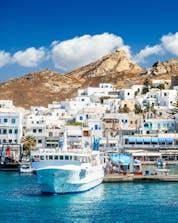 Ein Bild des Hafens von Naxos Stadt, einem üblichen Ausgangspunkt für Bootstouren auf Naxos.