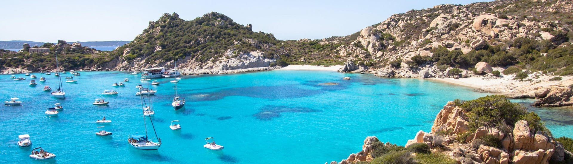 An image of the beautiful Cala Corsada, one of the places you get to visit on a boat tour from Palau.