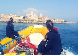 Des amis participent à la Balade en bateau au cap d'Antibes avec Snorkeling avec BeFree2Dive.