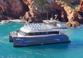 The Berlengatur Catamaran is going to Berlenga, the biggest island of the Berlengas Archipelago.