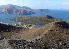 The stunning view of the volcanic Aeolian Islands that you can admire during the boat trip to Vulcano, Panarea and Stromboli with Tarnav Tours Eolie.