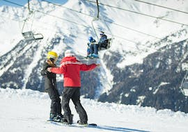 Snowboard instructor of the Ski School Sertorelli Bormio showing the correct technique in one of the private ski lessons for adults for all levels - holidays.