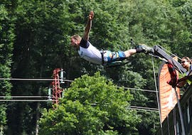 A guy is jumping from the viaduc during his Bungee Jumping from Viaduc de Coquilleau (52m) with Elastic Crocodil Bungee.