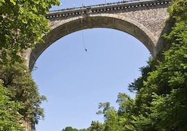 View of the Napoleon Bridge in the Pyrenees where people are bungee jumping with Elastique Toy Bungee.