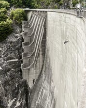 A photo of someone jumping from the really famous dam where you can do bungee jumping in Verzasca.