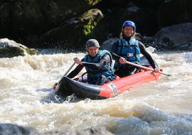 A person is participating to Rafting in Gave de Pau - Cano-Raft activity with Ohlala Eaux Vives.