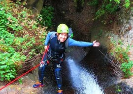 The tour participants proudly climb down the gorge during Canyoning at Barranco de la Manta in Gran Canaria, organised by Mojo Picón Aventura.