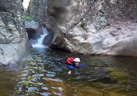 A tourist is swimming in the baracci canyon  during his discovery canyoning activity with reves de cimes.