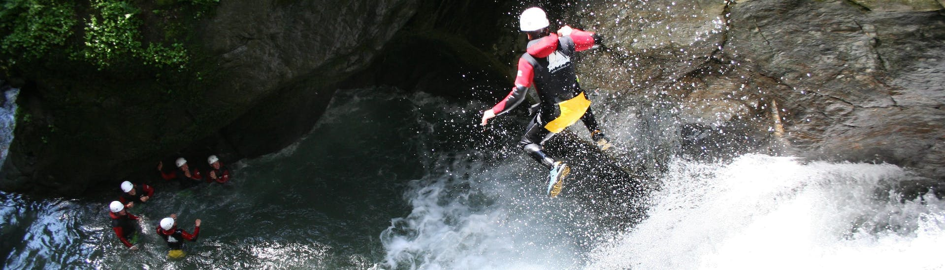 """A participant is jumping into a natural pool during Canyoning """"Extreme"""" - Mittlere & Untere Auerklamm with CanKick Ötztal."""