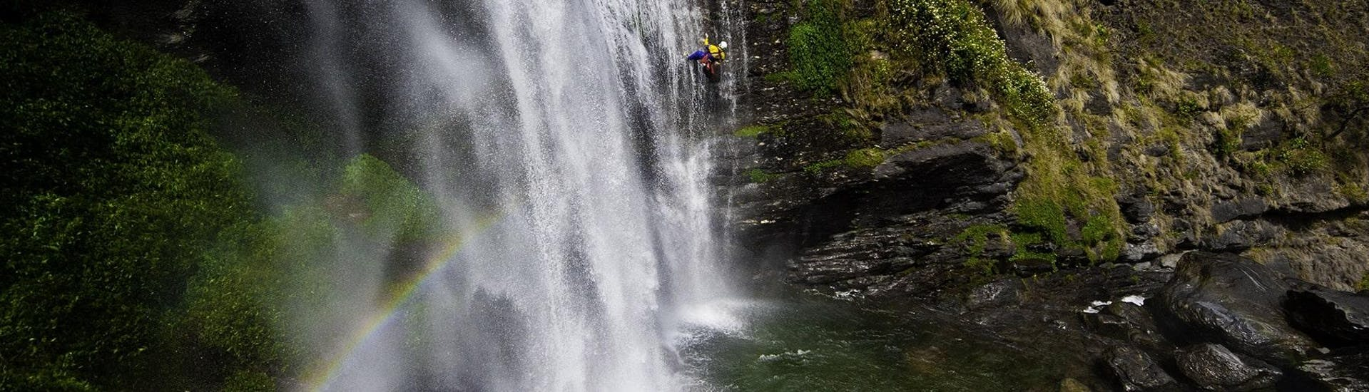 canyoning-full-day-bachelor-party-ossau-experience-canyon-hero