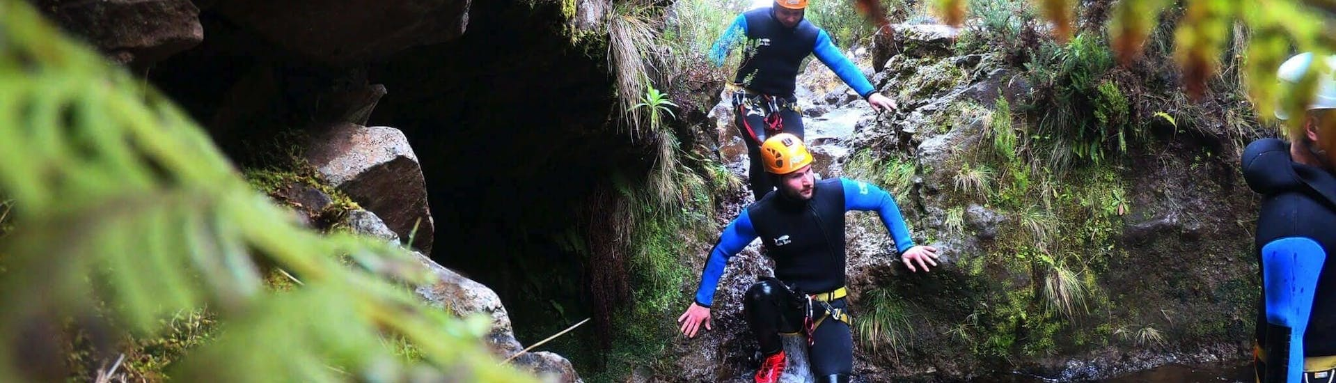 People canyoning in Ribeira das Cales with Adventure Kingdom.