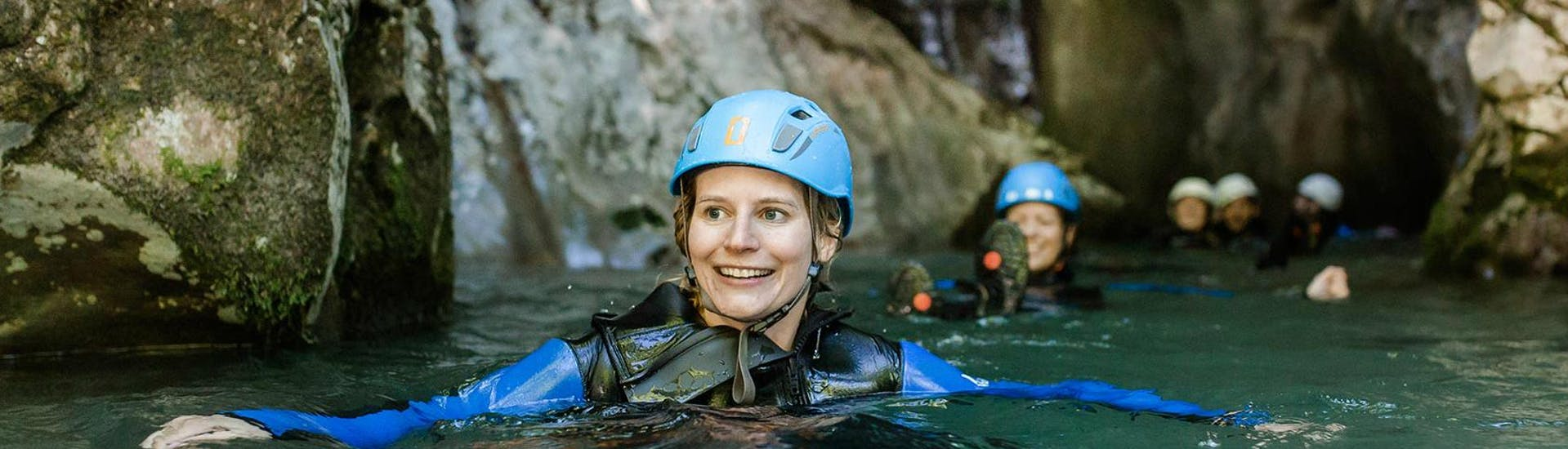 """During Canyoning """"Jump & Run"""" for Beginners - Seisenbergklamm with Base Camp, the participants are swimming through a deep section of the canyon."""