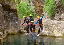 An adventurous family during the canyoning family fun in Torrente San Michele with SKYclimber.