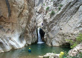A group is going down a waterfall during their Canyoning in Canyon du Gourg des Anelles - Sport activity with Extérieur Nature.