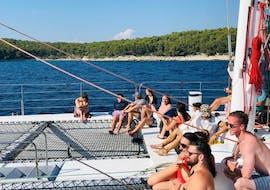 Balade en catamaran depuis Split vers Hvar et les îles Pakleni.