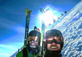 Adults enjoy the sun on the mountain during their Private Ski Lessons for Adults - Holiday - All Levels with the ski school Evolution 2 Chamonix.