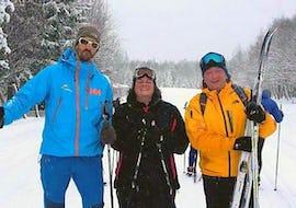 Des adultes apprennent à skier durant leur cours particulier de snowboard - Vacances avec l'école de ski Evolution 2 Chamonix.