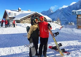 Snowboarder takes a photo with his snowboard instructor during his Snowboarding Lessons for Teens & Adults - All Levels with the ski school Evolution 2 Chamonix.