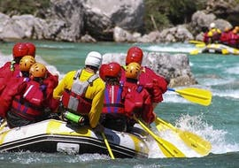 People rafting on the Chassezac river with Cévèn'Aventure.