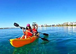 Our guests paddling around Brisbane River during the activity Kayaking in Brisbane in Daytime with Kayak Fun Brisbane