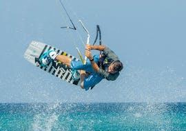 Cours privé de kitesurf à Cala di Volpe (dès 9 ans)