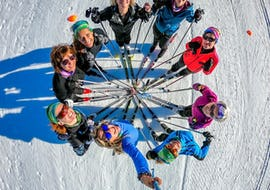 Skiers are taking in picture while forming a circle during their Cross Country Skiing Lessons for Adults - All Levels with the ski school ESI La Boîte à Montagne.