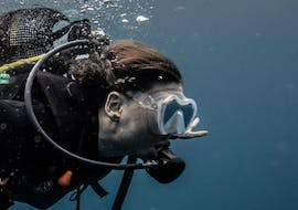 A female scuba diver is taking her first breaths underwater during the activity Discover Scuba Diving in Umkomaas for Beginners with Blue Ocean Dive Resort.