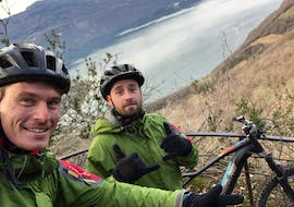 A local guide from Takamaka Aix Les Bains is showing the Lac du Bourget during an e-mountain bike tour in Aix-les-Bains.