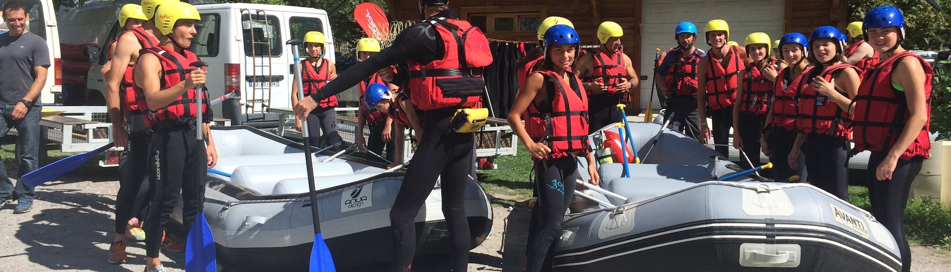 A group is waiting for their Rafting activity with Ecrins Eaux Vives.