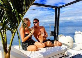 Gita privata in catamarano da Puerto Rico de Gran Canaria con bagno in mare e visita turistica con Five Star Gran Canaria