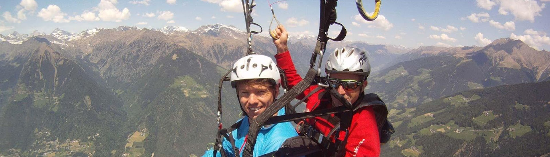 tandem-paragliding-at-punta-cervinia-summit-flight-flyhirzer-hero