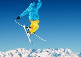 A freestyler is doing a trick in the air during his Freestyle Skiing Lessons - All Levels with the ski school ESI Easy2Ride Morzine.