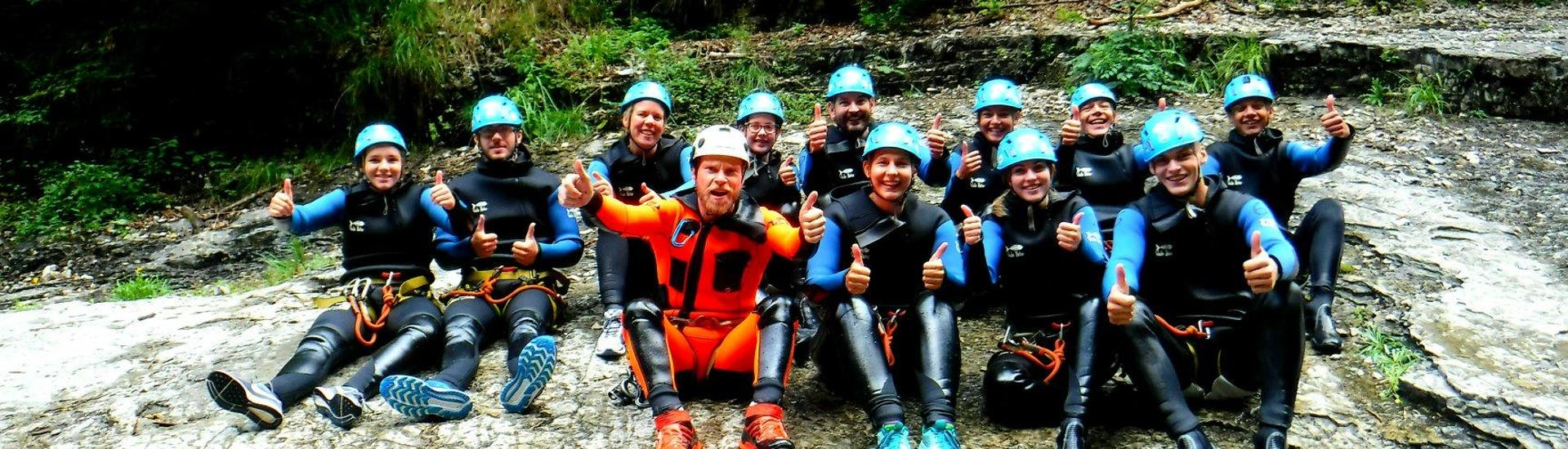 A group is getting ready for their canyoning tour in Salzburg with FROST Rafting & Canyoning Tours.