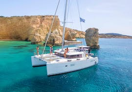 During the Full-Day Sailing Cruise on a Luxury Catamaran from Naxos, the catamaran Apollon from Naxos Catamaran is sailing along the beautiful coast of Paros.