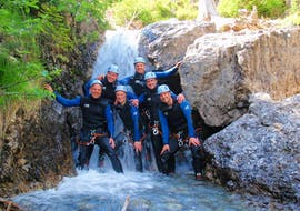 During the Fun Canyoning in the Wiesbachschlucht with Fun Rafting Lechtal, a group of friends is posing for a photo in front of a waterfall.