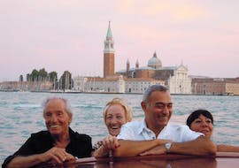 A group of happy people enjoying the Grand Canal Boat Trip in Venice with Avventure Bellissime in Venice.